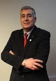 Dr. Hans Richter B. Vicerrector de Investigación, Desarrollo y Creación Artística