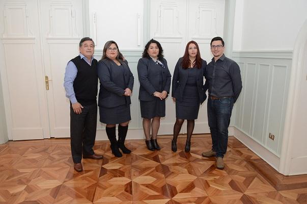 De izq. a der., Carlos Mancilla, Maribel Villanueva, Susana Flores, Marianne Loyola y Christian Sanhueza.